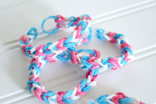 HOW TO MAKE LOOM BANDS poster