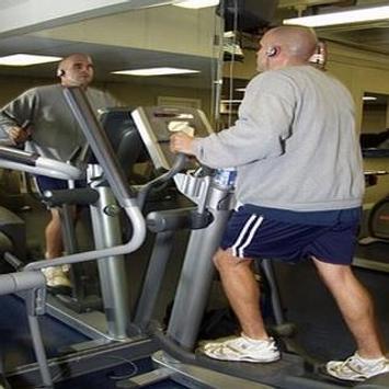 Máquinas de entrenamiento en el gym poster