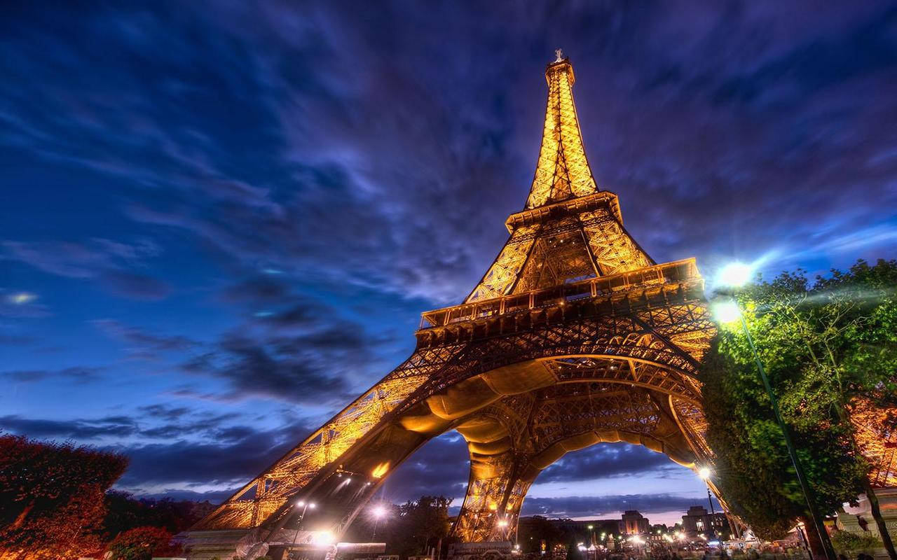 Wallpaper downloader app for android -  Romantic Paris Wallpaper Apk Screenshot