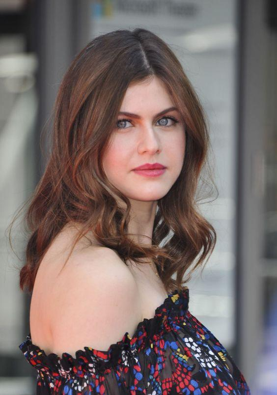 Alexandra Daddario Wallpapers Hd For Android Apk Download