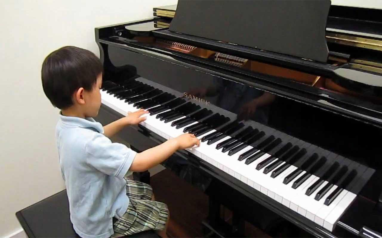 مجموعة صور لل تحميل لعبة تعلم العزف على البيانو