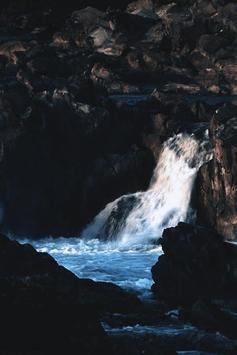 Waterfalls and sea screenshot 2