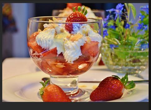 National Strawberry Sundae Day Greeting Cards apk screenshot