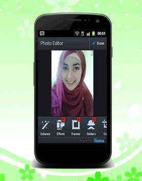 Cam Bestie Hijab Selfie poster