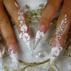 Свадебный маникюр simgesi