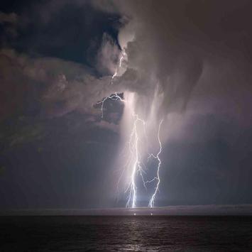 Lightning Great Live Wallpaper poster