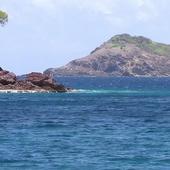Sea and mountains icon