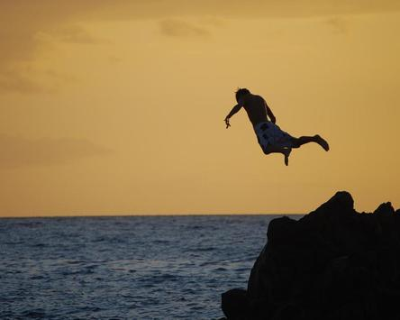 Jumping Into Water Wallpapers apk screenshot
