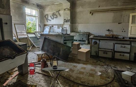 Abandoned Factory Escape 13 screenshot 3