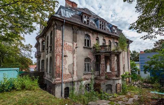 Deserted Villa Escape poster