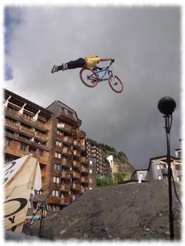Bmx Stunts Wallpaper Pics screenshot 2