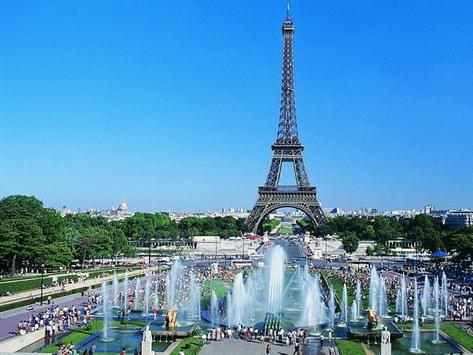 Cute Eiffel Tower Wallpapers Apk