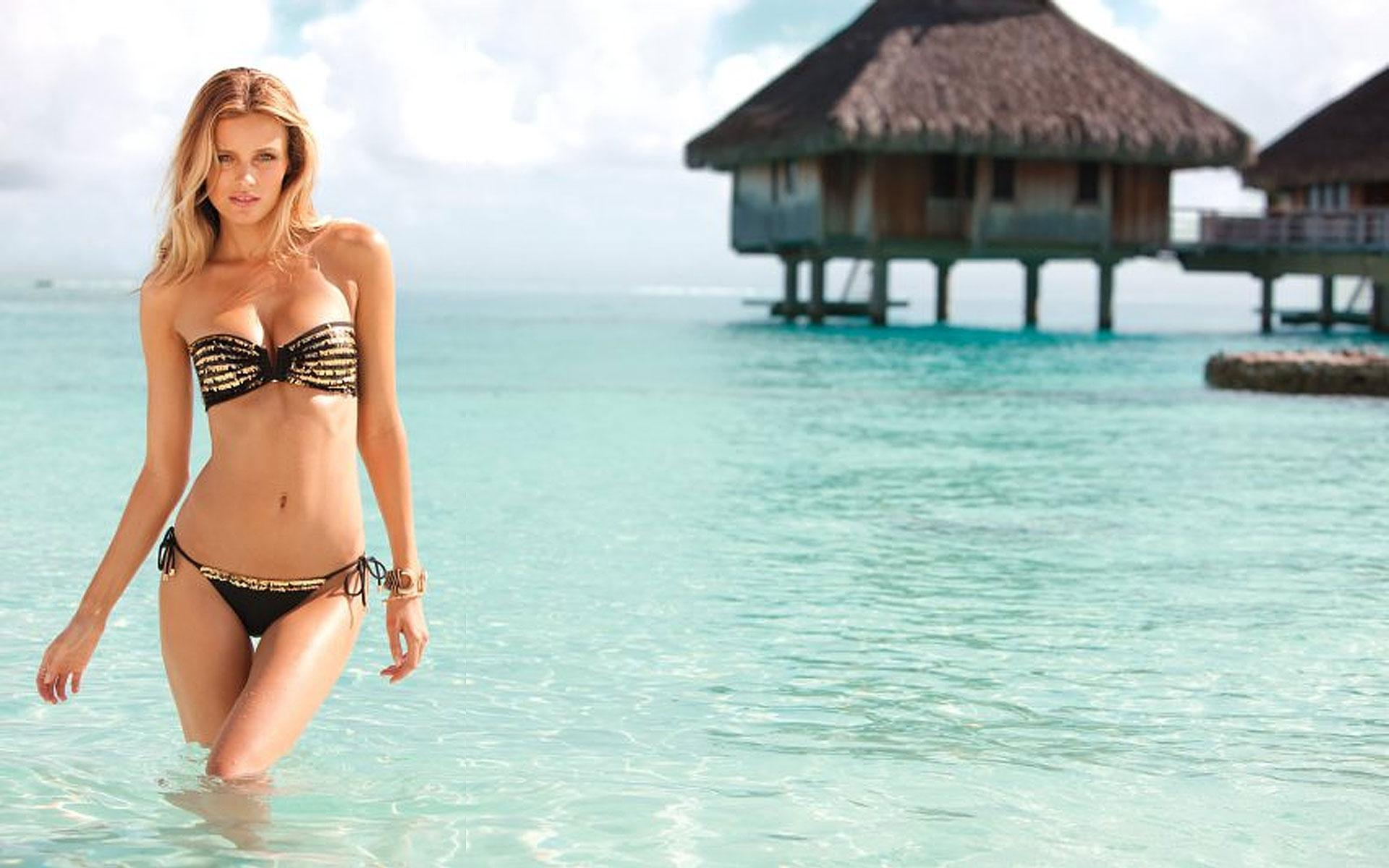 Sexy Hot Beach Bikini Girls Wallpaper For Android Apk Download