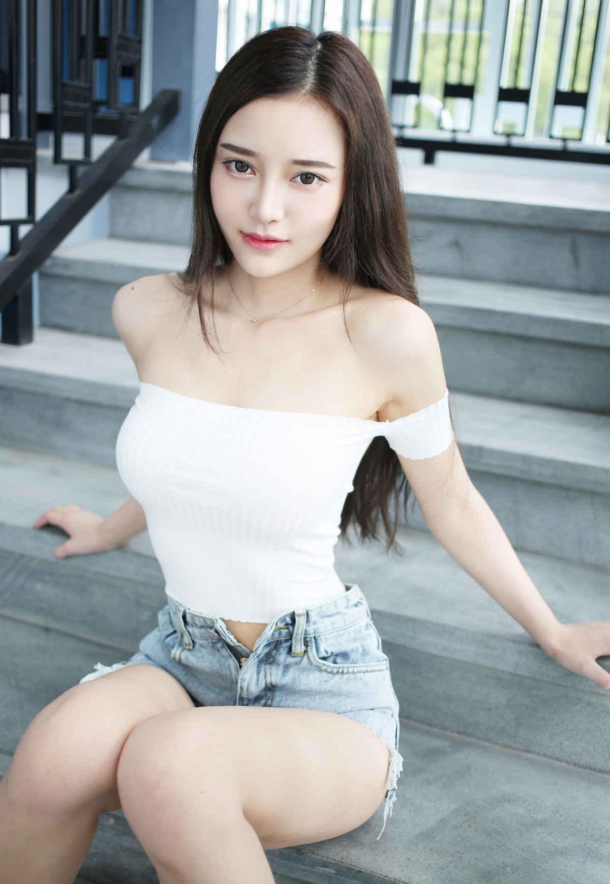 Pretty hot girl