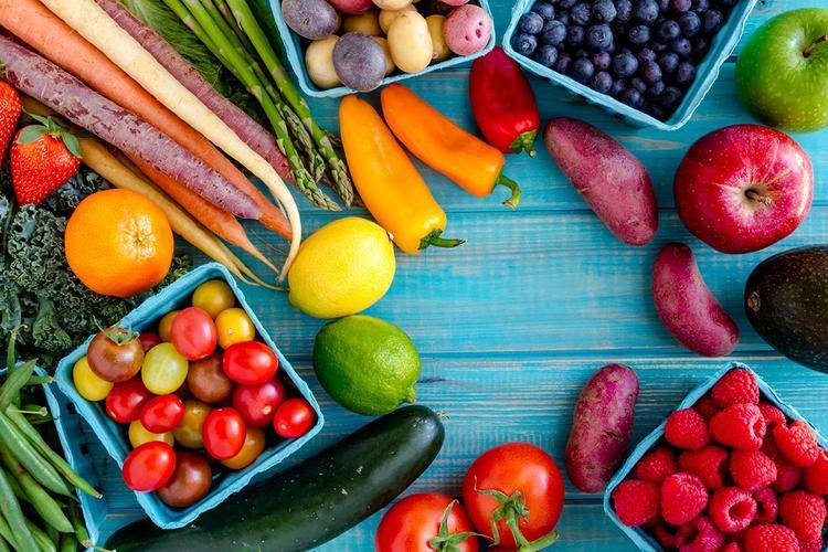 Wie man Ananas und Gurkensaft trinkt, um Gewicht zu verlieren